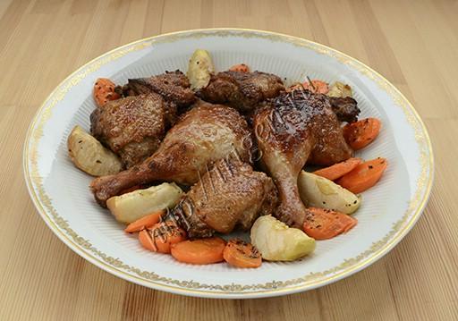 утка с овощами в духовке