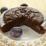 шоколадный пирог со сливами
