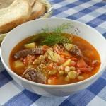 суп мясной с зеленым горошком и рисом