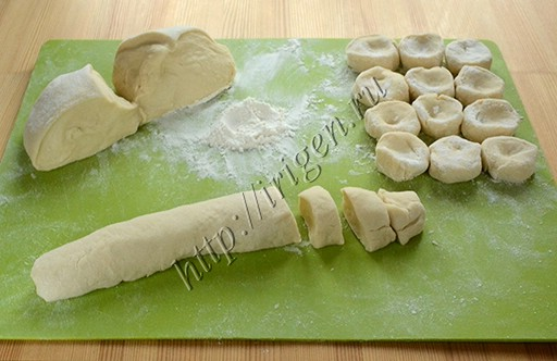 Тесто для вареников на ряженке