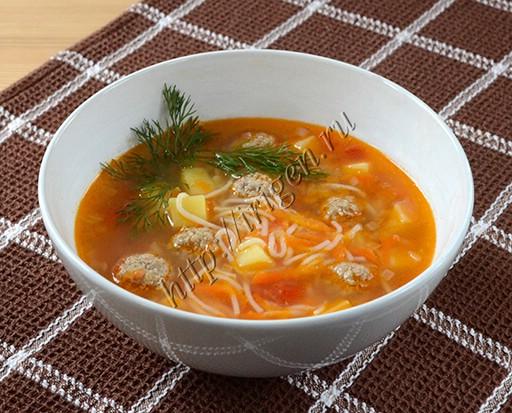 суп с фрикадельками и рисовой лапшой