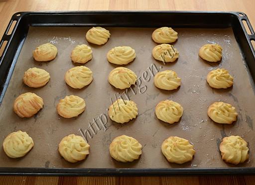 Рельефное печенье на желтках после выпечки