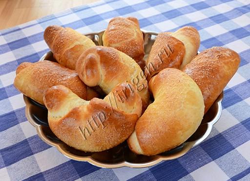 булочки-рогалики на сливках