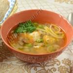 суп с индейкой, грибами и зеленым горошком