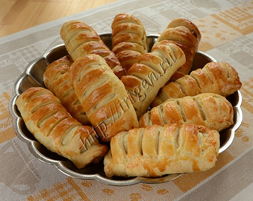 слоеные булочки с сыром и ветчиной