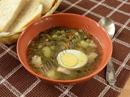 суп со щавелем и зеленым горошком