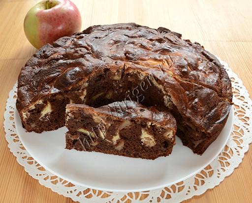 пирог мраморный с яблоками и творогом