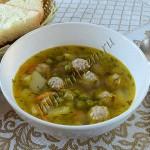суп с фрикадельками и зеленым горошком