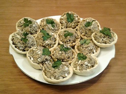 тарталетки с грибами и печенью