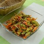 салат из авокадо, огурцов и моркови