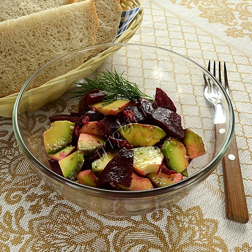 Салат из авокадо и свеклы