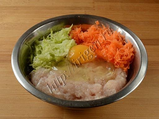 приготовление куриных котлет с кабачком и морковью