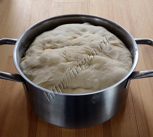 подошедшее тесто для осетинских пирогов