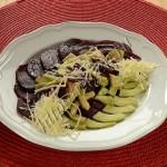 салат из авокадо, свеклы и пармезана