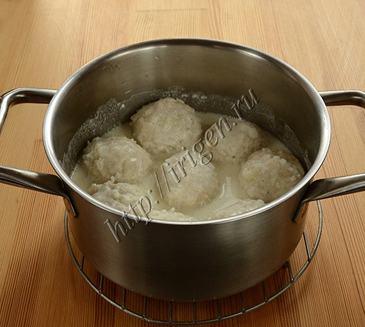 тефтели из индейки с рисом в сметенном соусе