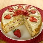 торт бисквитный с заварным кремом и клубникой