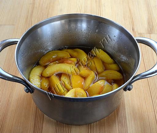 подготовленные персики для коблера