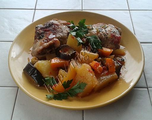 куриные бедрышки с овощами в мультиварке