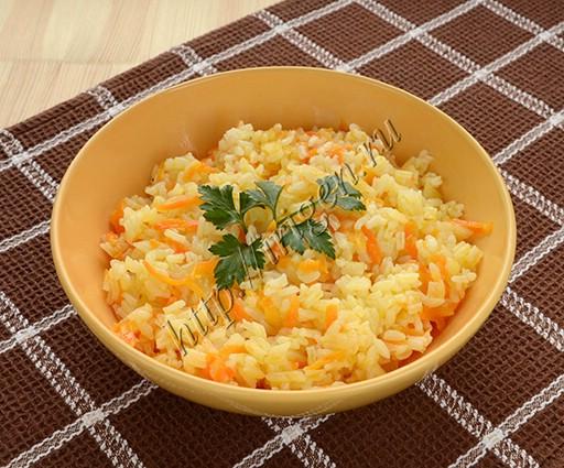 рис с овощами на сковороде