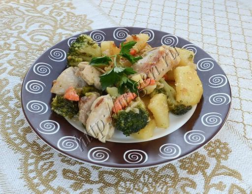 рагу из курицы с картофелем и брокколи