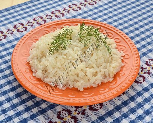 рис с чесноком на сковороде