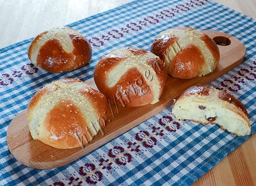 булочки пасхальные с крестиком