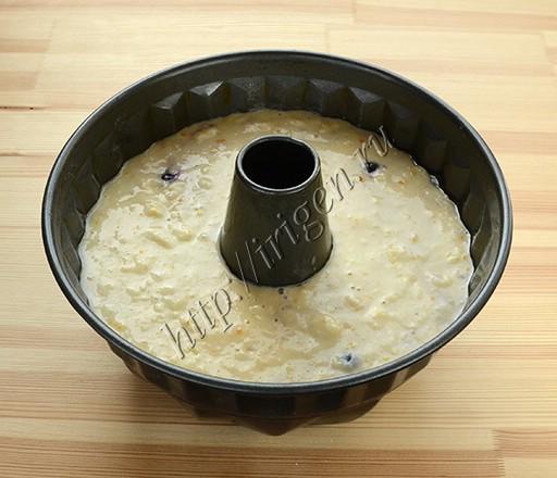 кекс на белках и кефире перед выпечкой