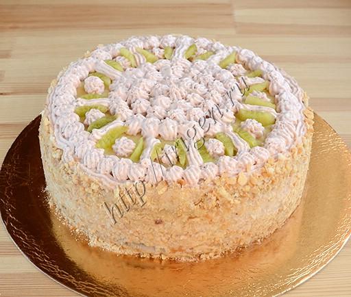 торт клубничный нежный