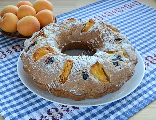 кекс на сливках с абрикосами и голубикой