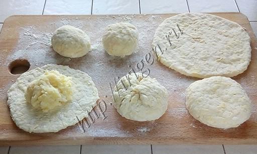приготовление сырных лепешек с картофелем