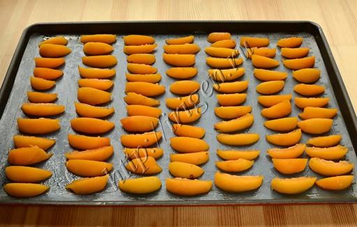 абрикосы на противне