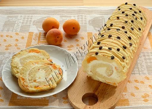 бисквитный рулет с абрикосами