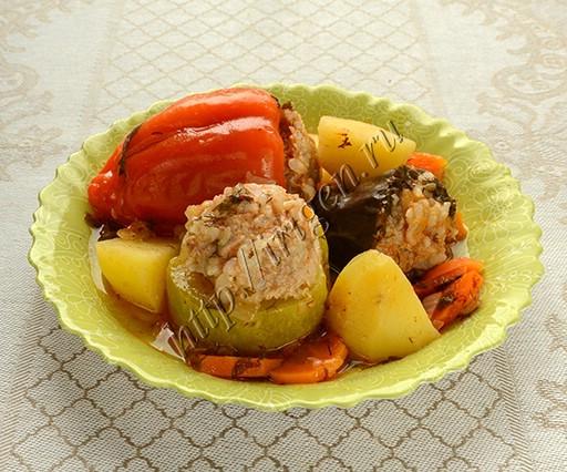 ассорти из фаршированных овощей с картофелем в мультиварке