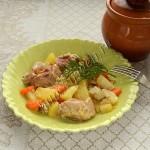 курица с овощами в горшочках