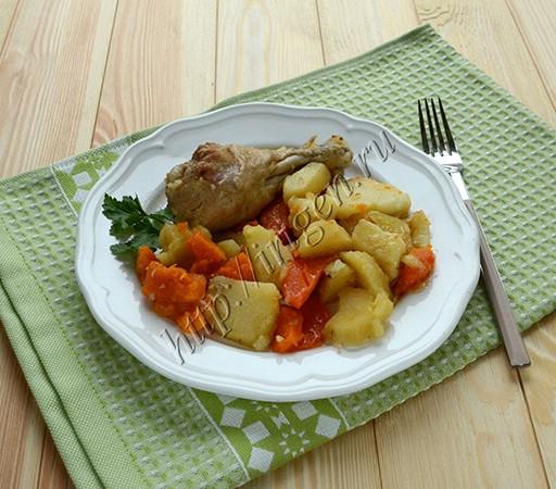 курица с овощным гарниром в мультиварке