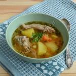 свиные ребрышки с картофелем и овощами