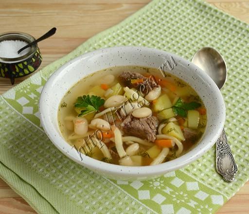 мясной суп с фасолью и домашней лапшой