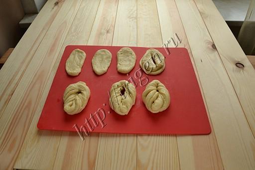 приготовление булочек плетенок
