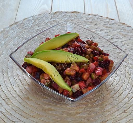 салат нежный с авокадо