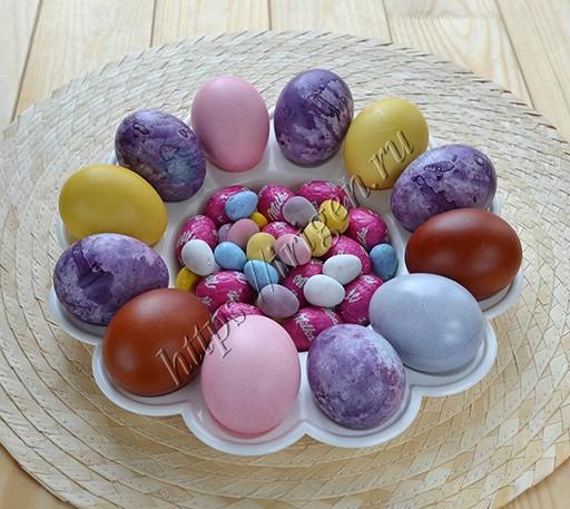 все яйца окрашены натуральными красителями