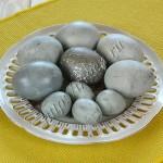 яйца окрашенные чаем каркаде