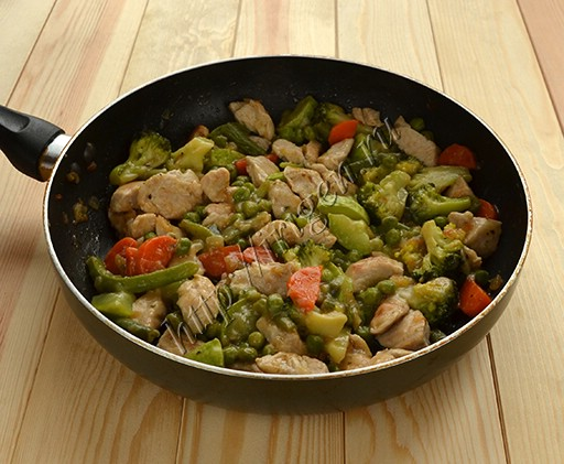 обжаренные овощи и индейка