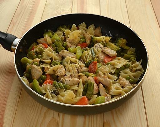 индейка с овощами и макаронами