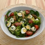 салат из курицы с авокадо и моцареллой