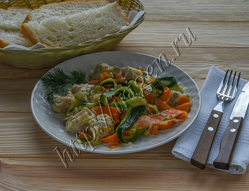 Курица с морковью и кабачком