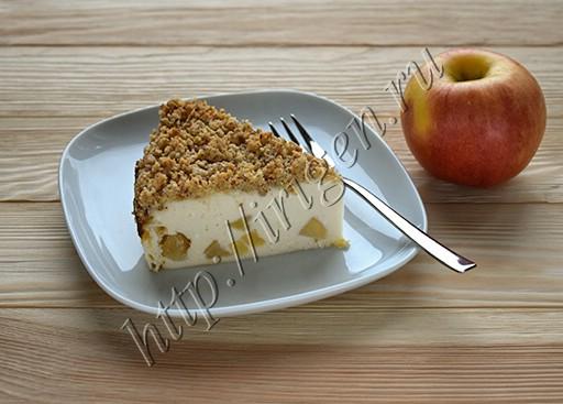 творожная запеканка с яблоками и крошкой
