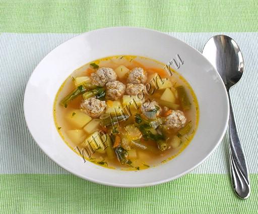 суп с фрикадельками и стручковой фасолью