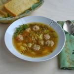 суп с фрикадельками и сушеными грибами
