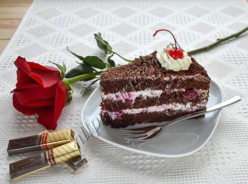разрез торта черный лес
