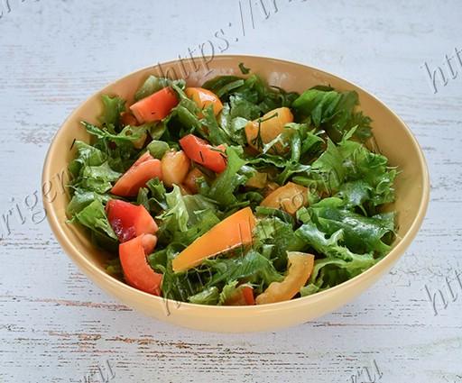 салат с салатом фриллис